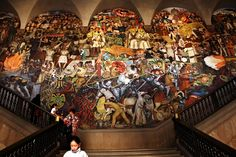 Murales de Diego Rivera en el Palacio Presidencial del DF.  Murals have their strong tradition, combining color and inculcation.