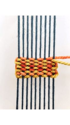 DIY Weaving Tutorial: Pick n pick Stripes - Her Crochet Weaving Projects, Weaving Art, Tapestry Weaving, Loom Weaving, Inkle Weaving Patterns, Finger Weaving, Rug Loom, Straw Weaving, Weaving For Kids