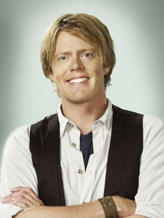 "Kris Marshall - Engish actor best remembered for his crazy on the make character off to America in ""Love Actually"" now in Death in Paradise Love Actually Actors, Love Actually 2003, British Men, British Actors, British Celebrities, British Comedy, Male Celebrities, Detective, Cars"