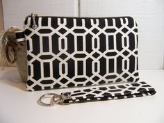 in search of a good wristlet wallet...