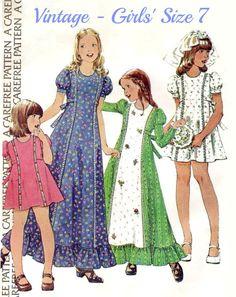 70s VINTAGE GIRLS' DRESS Sewing Pattern  1974 por KeepsakesStudio
