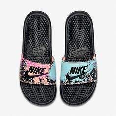 add9638670c 18 adoráveis imagens de Chinelos Nike