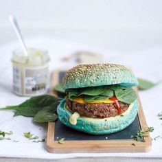 Mexican Black Bean Burger In an aqua color bread from with simply vegan mayo, some vegan cheddar cheese and baby spinach. So satisfying! Have a beautiful Tuesday everyone . Easy Healthy Recipes, Vegan Recipes, Crazy Burger, Vegan Cheddar Cheese, Space Food, Tacos And Burritos, Black Bean Burgers, Weird Food, Soup And Sandwich