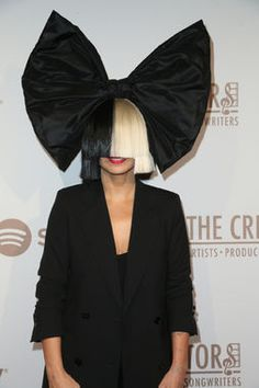 And the award for most instantly recognizable Halloween costume goes to  Sia!  Because while de7605554e07