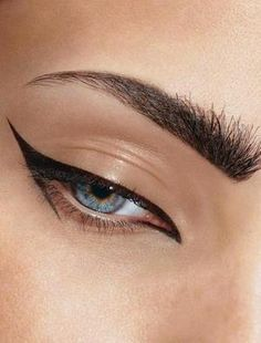 Simple but Amazing Black Eyeliner