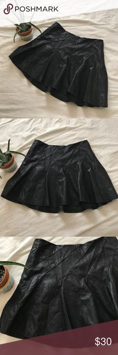 """FREE PEOPLE women's Faux Leather Skater Skirt 12 Free People women's Black Faux Leather Skater Skirt!  Perfect for Fall with some cute leggings underneath ! Size: 12 In Great condition! Length: 16"""" Thank you ☺️ Free People Skirts Mini"""