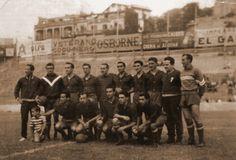 REAL CLUB DE FOOTBALL DE SAN SEBASTIÁN, en el Campo de Atocha, en un partido contra la SELECCIÓN NACIONAL UNIVERSITARIA, 1952.