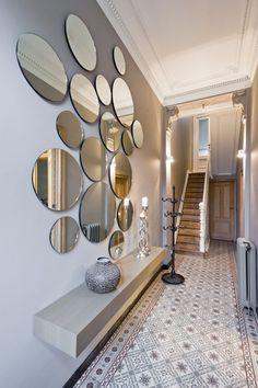 spiegels in hall voor ruimer effect
