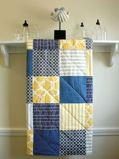 Baby Quilt -  Navy, Grey, and Yellow - Gender Neutral Crib Quilt auf Etsy, 77,47 €