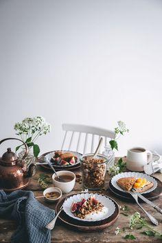 Breakfast with granola and scones Breakfast Photography, Food Photography Styling, Food Styling, Breakfast Bake, Perfect Breakfast, Brunch Table, A Table, Granola, Scones Ingredients