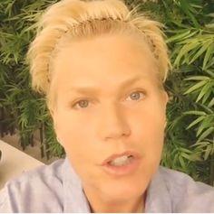 """Xuxa posta vídeo de boa noite e seguidores não perdoam: """"Você está normal?"""" #Apresentadora, #Gente, #Mundo, #True, #Xuxa http://popzone.tv/xuxa-posta-video-de-boa-noite-e-seguidores-nao-perdoam-voce-esta-normal/"""