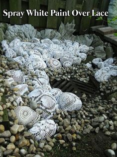 24 Spray Paint Ideas to Make Old Stuff Look More Expensive - Yard art - Garden Crafts, Garden Projects, Garden Fun, Rock Garden Art, Art Projects, Rocks Garden, Moon Garden, Winter Garden, Spray Painting