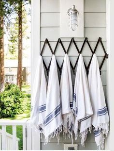 A neat row of towels drying after a day by the water at fashion designer Jenni Kayne's stylish Lake Tahoe summer house. Lake Tahoe Houses, Lake Tahoe Summer, Coastal Style, Coastal Living, Turkish Towels, Bath Remodel, House Design, Outdoor Decor, Outdoor Living