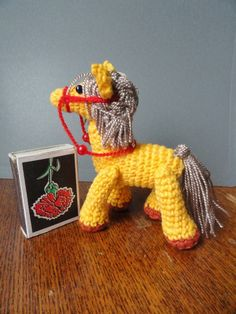 KNITTED PONY - BEAUTY