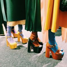 Socks and sandals = cool. 70s Inspired Fashion, 70s Fashion, Vintage Fashion, Womens Fashion, Hope Fashion, Seventies Fashion, Fashion History, 70s Outfits, Cute Outfits