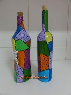 Garrafas decoradas com pintura em patchwork