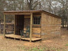 This little cabin was built totally out of pallets.