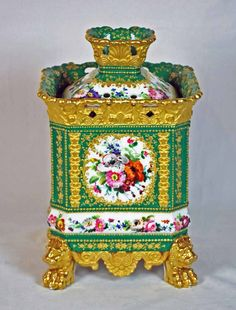 Jacob Petit aka Jacob Mardochée (1797- 1868) Paris Porcelain —  Pot-pourri jar and cover, c.1820 (800x1052) Fine Porcelain, Porcelain Ceramics, Ceramic Pottery, Painted Porcelain, Retro Crafts, Vases, Pot Pourri, Pots, Old Paris