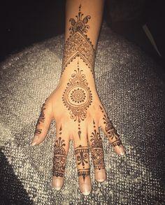 Eid Henna - artist: @ibhenna Design credit: unknown