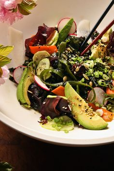 Maintenance (sub 5 drops stevia for sugar) Seaweed Salad with avocado and a ginger-sesame dressing - This salad uses both reddish-purple dulse and bright-green wakame seaweed, both readily available dried at grocery and health food stores.