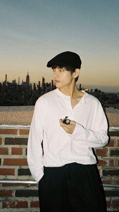 V Taehyung, Foto Bts, Bts Photo, Admirateur Secret, Taehyung Photoshoot, V Bts Wallpaper, Bts Aesthetic Pictures, Bts Korea, Bts Lockscreen