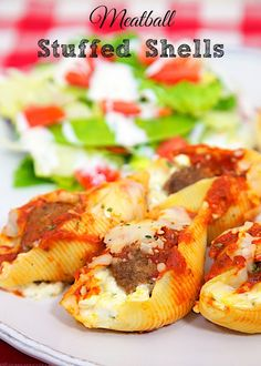 Meatball Stuffed Shells - pasta shells stuffed with cheese and frozen meatballs! SO easy & delicious. Makes a great freezer meal too! (Baking Pasta With Meatballs) Italian Dishes, Italian Recipes, Beef Recipes, Pasta Recipes, Cooking Recipes, Healthy Recipes, Healthy Meals, Italian Entrees, Italian Pastries