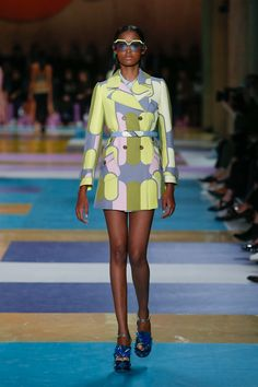 Miu Miu Spring 2017 Ready-to-Wear Fashion Show - Blesnya Minher