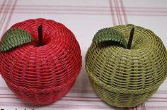 紙バンド専門店 兎 屋 うさぎ屋 Handmade Crafts, Diy And Crafts, Paper Crafts, Paper Basket, Basket Weaving, Bean Bag Chair, Wicker, Miniatures, Eco Craft