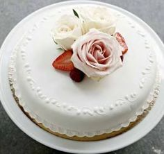 A white cake with hazelnut meringue and layers of strawberries, whipped cream and walnuts. The cake is covered in marzipan. Oh joy! Hazelnut Meringue, Marzipan, Whipped Cream, Cake Decorating, Strawberry, Make It Yourself, Cooking, Desserts, Bergen