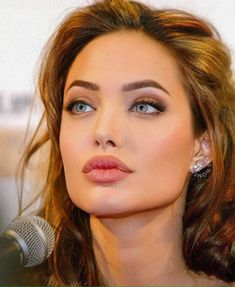 Angelina Jolie… Best Picture For Actresses beautiful For Your Taste You are looking for something, and it is going to Angelina Jolie Fotos, Angelina Jolie Makeup, Angelina Joile, Angelina Jolie Pictures, Angelina Jolie Style, Actresses With Black Hair, Red Haired Actresses, Hot Actresses, Beautiful Celebrities