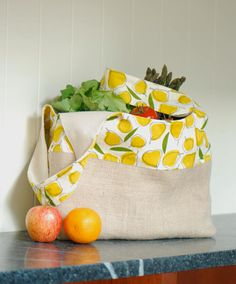 This tote makes me want to go to the grocery right now and stock up on citrus.