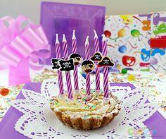 Świeczki urodzinowe spiralne Piraci - 6 szt. - Kod produktu: SWSPI-MM - Cena: 7,89 zł - ŚWIECZKI i FONTANNY URODZINOWE ŚWIECZKI TORTOWE - Sklep internetowy PartyShop Congee.pl
