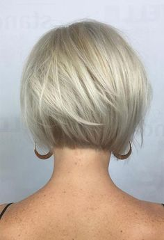70 Cute and Easy-To-Style Short Layered Hairstyles Nape-Length Textured Platinum Bob Bob Hairstyles For Fine Hair, Hairstyles Over 50, Short Bob Haircuts, Short Hairstyles For Women, Cool Hairstyles, Layered Hairstyles, Hairdos, Blonde Bob Hairstyles, Oval Face Hairstyles