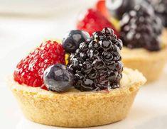 Reteta de mini tarte cu fructe Mojito, Blackberry, Biscuit, Cheesecake, Desserts, Food, Mini Pies, Tailgate Desserts, Blackberries