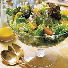 Romaine, red-leaf, and Boston lettuce are tossed together with orange segments and crumbled goat cheese to create this simple Mixed Green Salad with Salad Bar, Soup And Salad, Salad Bowls, Easy Christmas Dinner, Christmas Entertaining, Christmas Recipes, Holiday Recipes, Christmas Decor, Orange Salad