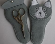Shop for cat on Etsy, the place to express your creativity through the buying and selling of handmade and vintage goods. Paper Basket Weaving, Sewing Crafts, Sewing Projects, Sewing Case, Small Scissors, Handmade Christmas Decorations, Felt Cat, Felt Applique, Sewing Accessories