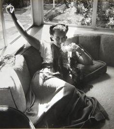 PAULETTE GODDARD AT HOME, HOLLYWOOD, 1940