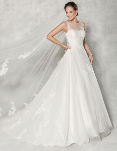 It Doesnt Get More Elegant Than This Effortless A Line Wedding Dress Delicate Lace Has Been Scattered Over Soft Tulle