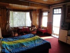 Classic Guest House, Guest House in Darjeeling Situated on a peaceful location away from the maddening crowd and traffic, facing the wide range from part of mount Kanchenjunga to tiger hill and the lush green valley. This is one of the best view point of Darjeeling. We have double bedded deluxe rooms with both European plan and Continental plans. We also have provisions for adding an extra bed to both the plans if you are travelling with an extra member or a kid in your group.