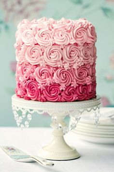 3-Tone Pink, Love It--With black dots in center--would make a darling 13th birthday cake (Do 3 layer instead of 4)