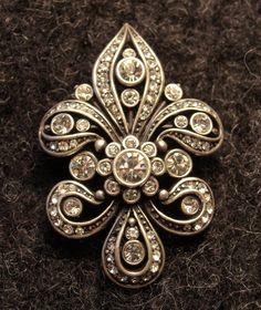 Fleur de Lis vintage pin