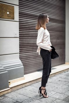 boyfriend-jeans-loose-mom-jeans-distressed-outfit-street-style