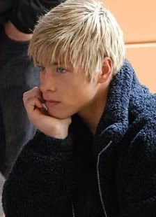 Jack Forester (Forest or Archer) 14 year old, second youngest in the group. Cute Blonde Guys, Blonde Boys, Blonde Hair, Skins Generation 1, Mitch Hewer, Cassie Skins, Skins Uk, Skinny Fashion, Boy Face