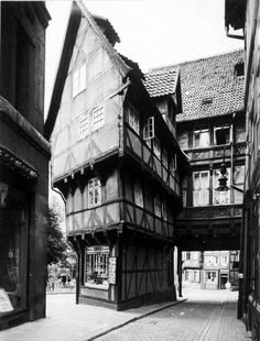 The Zuckerhut House, Hildesheim, Lower Saxony, Germany Architecture Mapping, Historical Architecture, Architecture Details, Interesting Buildings, Beautiful Buildings, Beautiful Places, Medieval Houses, Medieval Town, Ancient Buildings