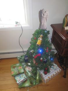 This Whovian who is DARING you to peek at your presents. | 19 Whovians Whose Christmas Game Is Too Strong