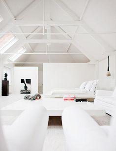 Méchant Design: a zen white house