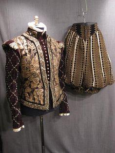 09034610 09034214 Suit Mens Renaissance brown black velvet brocade 46L W37.JPG