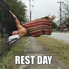 """I don't always post pictures but when I do it's because I'm taking a """"REST DAY"""" . Haha was clearing space on my phone I saw this and started cracking up the same as when I first did it haha so I had to share with y'all by aris_inmotion Funny Gym Quotes, Gym Memes, Gym Humor, Workout Humor, Rest Day Humor, Rest Day Quotes, Bodybuilding Humor, Body Under Construction, Crossfit Motivation"""