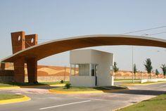 accesos fraccionamientos - Buscar con Google Front Gates, Entrance Gates, Main Entrance, Grand Entrance, Main Gate Design, Entrance Design, Archi Design, Facade Design, Guard House