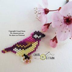 Un oiseau pour une amie, qui voulait du violet (couleur que je n'aime pas trop, pardon @blandinedecemme ). Il n'est pas bien grand mais il m'a donné du mal ☺ Couleurs à retrouver sur le blog Bon dimanche! #oiseau #bird #littlebird #printemps #spring #jenfiledesperlesetjassume #perlesaddict #perlesaddictanonymes #jesuisunesquaw #diy #handmade #brickstitch #motifcoeurcitron #perlesandco #perlescorner #perlezmoi #prunier #fleurs #perlezmoi